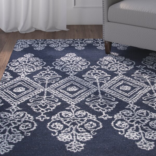 Avoca Hand-Tufted Ivory/Navy Area Rug by Alcott Hill