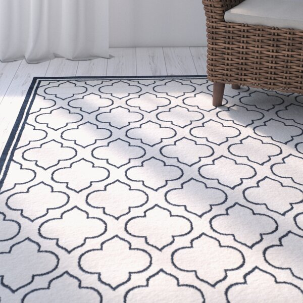 Maritza Traditional Power Loomed Ivory/Navy Indoor/Outdoor Area Rug by Willa Arlo Interiors