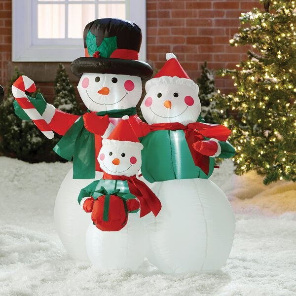 Snowmen Family Decoration by Three Posts