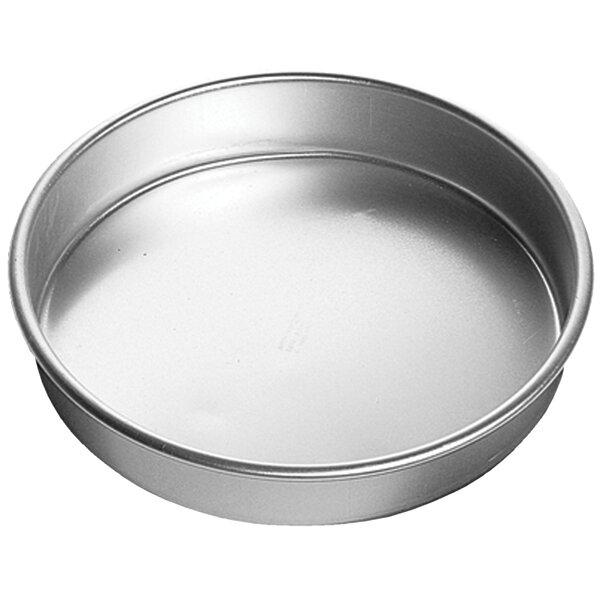 Decorator Preferred Round Cake Pan by Wilton