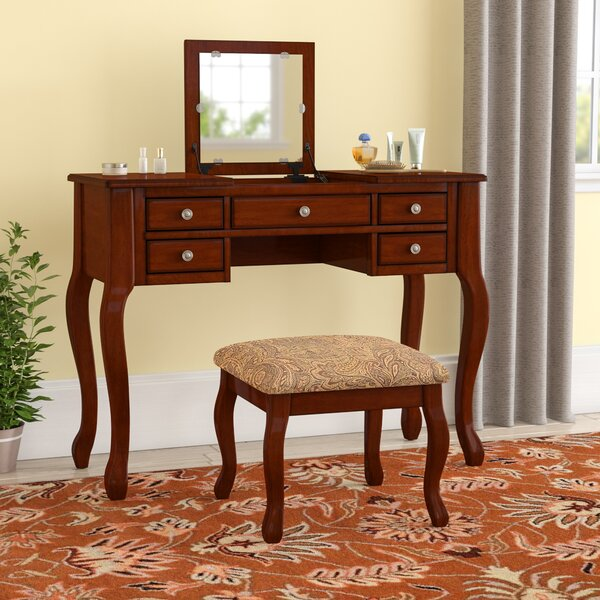Gwendolyn Vanity Set with Mirror by Andover Mills Andover Mills