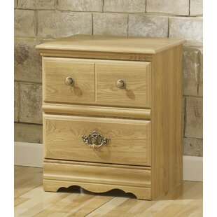Captivating Oak Creek 3 Drawer Nightstand