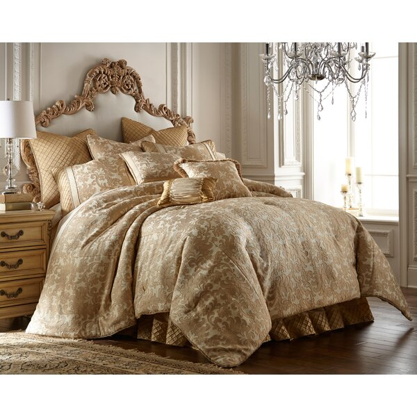 Benavidez Midweight Down Alternative Comforter