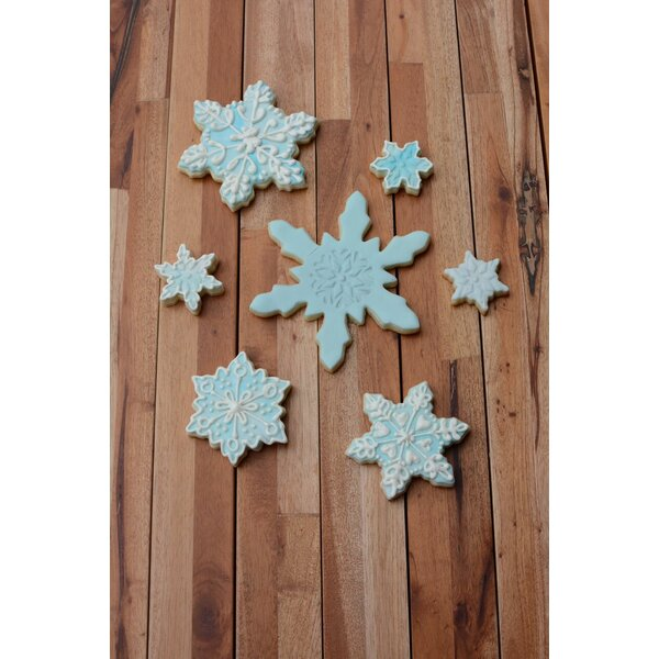 Snowflake 7 Piece Cookie Cutter Set by R & M Inter