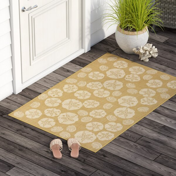 Clatterbuck Shell Toss Almond/Camel Indoor/Outdoor Area Rug by Highland Dunes