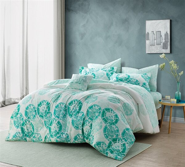Bates Mint Comforter by Ivy Bronx