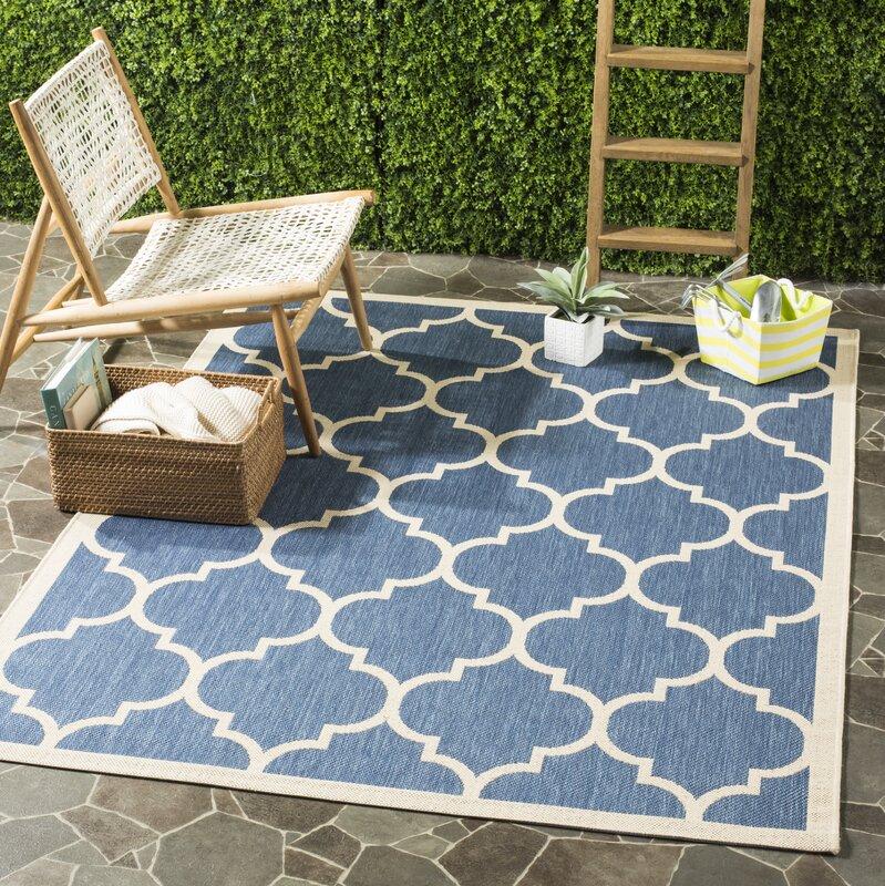 safavieh innen und au enteppich isaac in blau beige. Black Bedroom Furniture Sets. Home Design Ideas