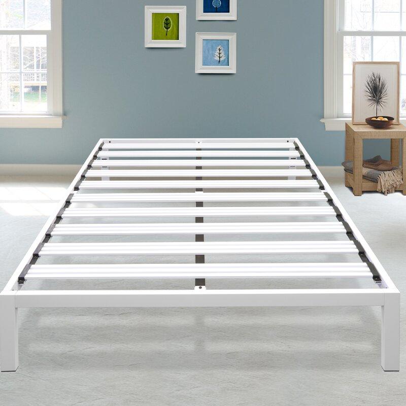 newest 648f8 97fbc Hulme White Metal Platform Bed Frame