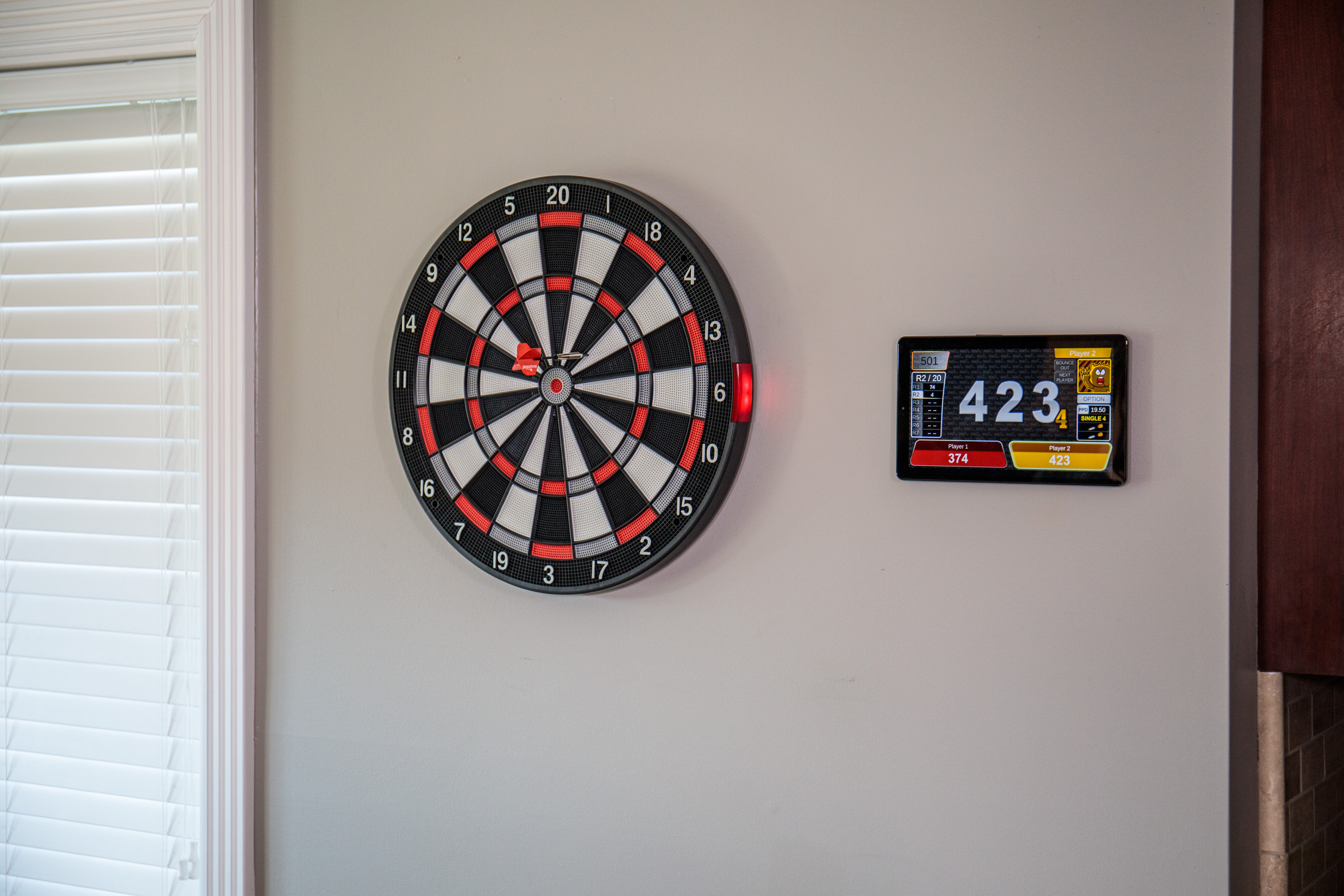 Arachnid Smart Electronic Dartboard And Cabinet Set With Darts