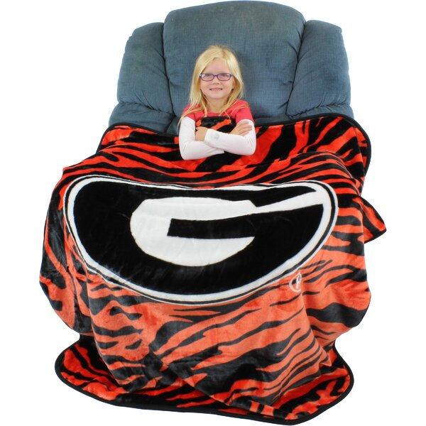 Georgia Bulldogs Throw Blanket by College Covers