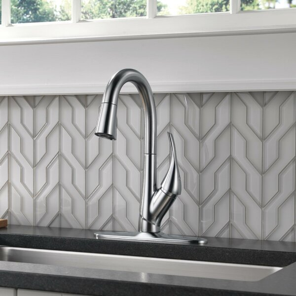 Esque Pull Down Single Handle Kitchen Faucet by Delta Delta