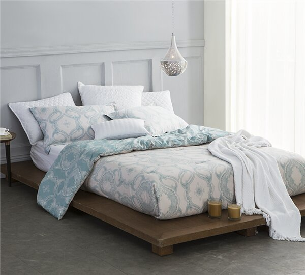 Hahn Comforter by Bungalow Rose