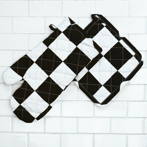 Checker Board Oven Mitt and Potholder Set (Set of 2) by Linen Tablecloth