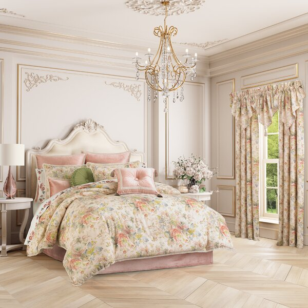 Abordale Comforter Set