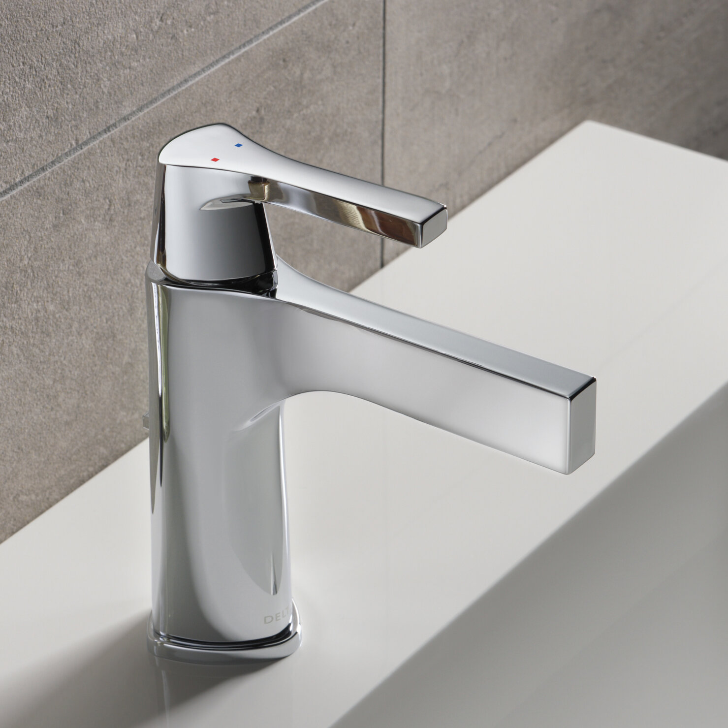 Delta Zura Single hole Bathroom Faucet with Drain Assembly and ...