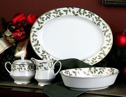 Holly and Berry Gold 5 Piece Completer Set by Noritake