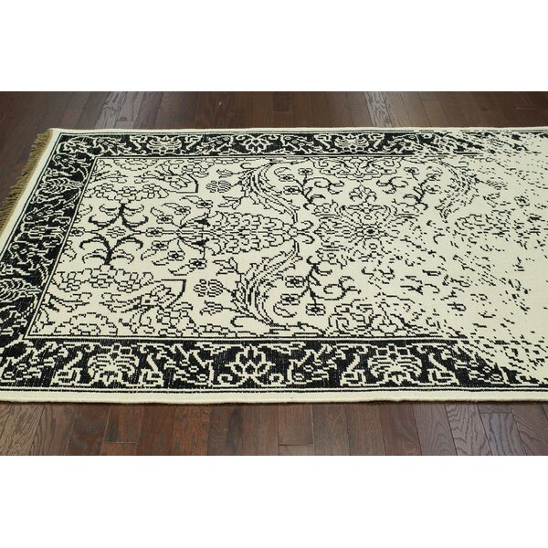 Ayers White Washed Damask Fringe Rug by nuLOOM
