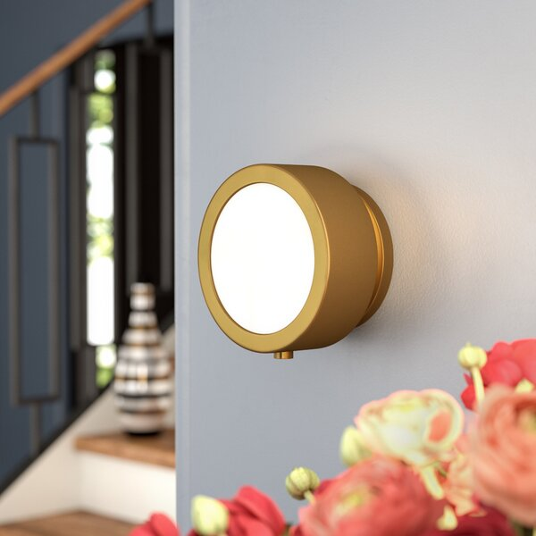 Sarabi 1-Light Wall Sconce by Ivy Bronx