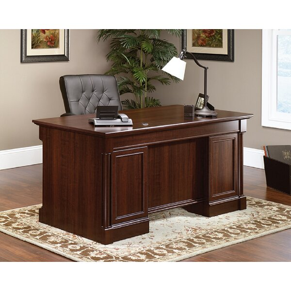 Avienda Executive Desk
