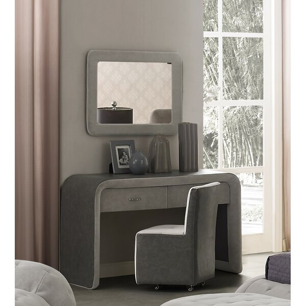 Latrell Vanity Set with Mirror by Everly Quinn