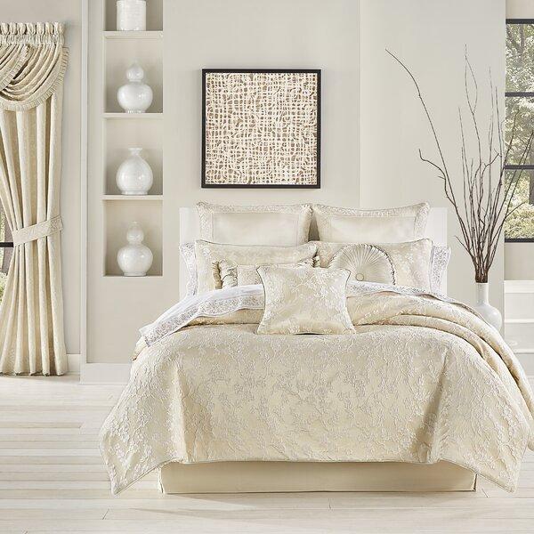 Mundy Comforter Set