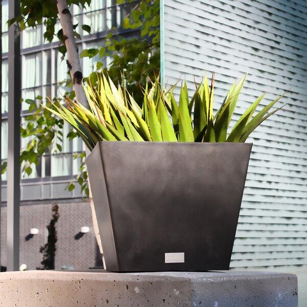Nobleton Plastic Pot Planter by Veradek