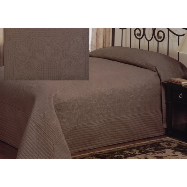 Gilles Traditional Bedspread by August Grove