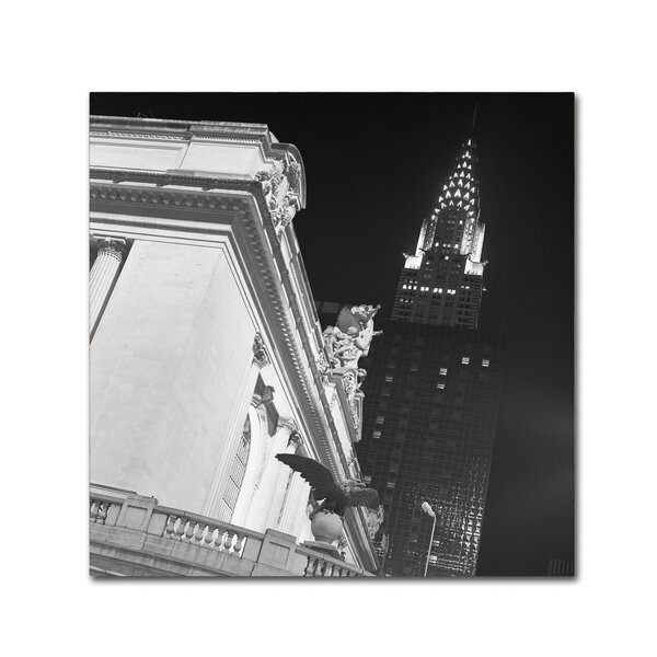 New York 003 by Moises Levy Photographic Print on Wrapped Canvas by Trademark Fine Art