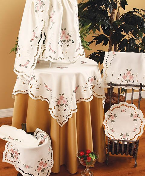 Daisy Table Runner by Xia Home Fashions