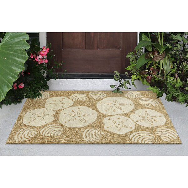 Winifred Natural Shell Toss Indoor/Outdoor Area Rug by Highland Dunes