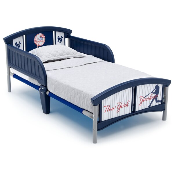 MLB New York Yankees Convertible Toddler Bed by Delta Children