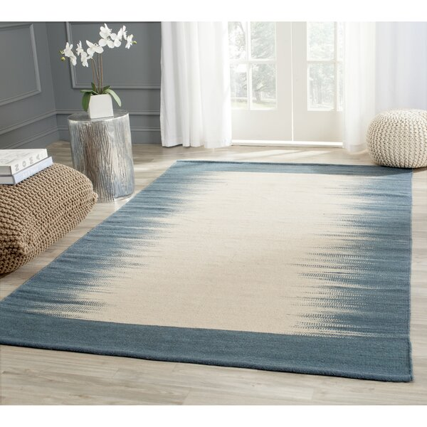 Kilim Hand-Knotted Wool Beige/Light Blue Area Rug by Safavieh