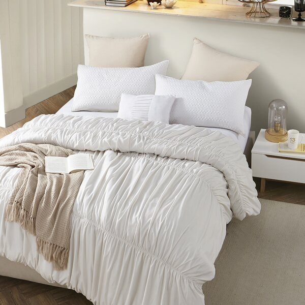 Benitez Waves Handcrafted Oversized Single Comforter by House of Hampton