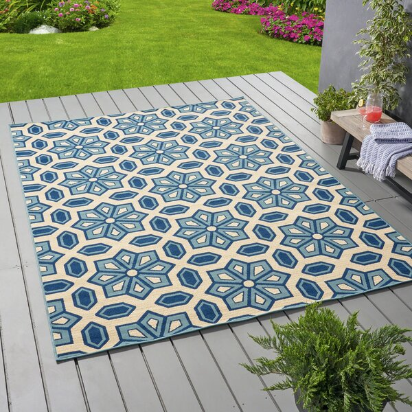 Brunell Geometric Ivory Indoor/Outdoor Area Rug by Ivy Bronx