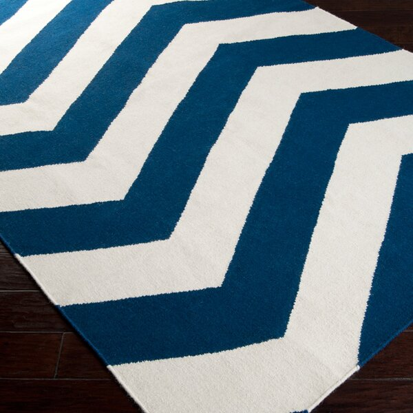 Highlands Dark Blue/White Area Rug by Breakwater Bay