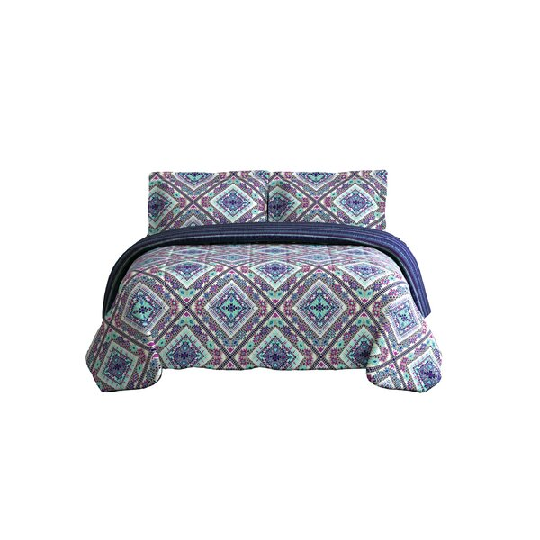 Woodinville Tribal Diamond Reversible Comforter Set by World Menagerie