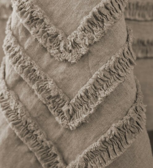 Cangelosi Flax Linen Frayed Table Runner by Gracie Oaks