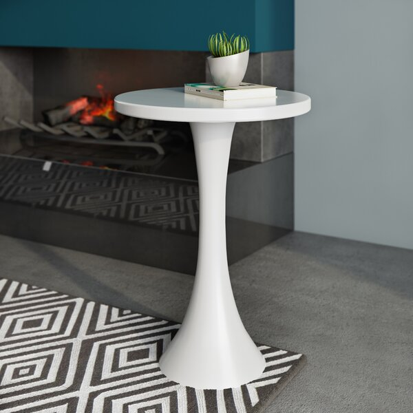 Chalsbury End Table By Wade Logan