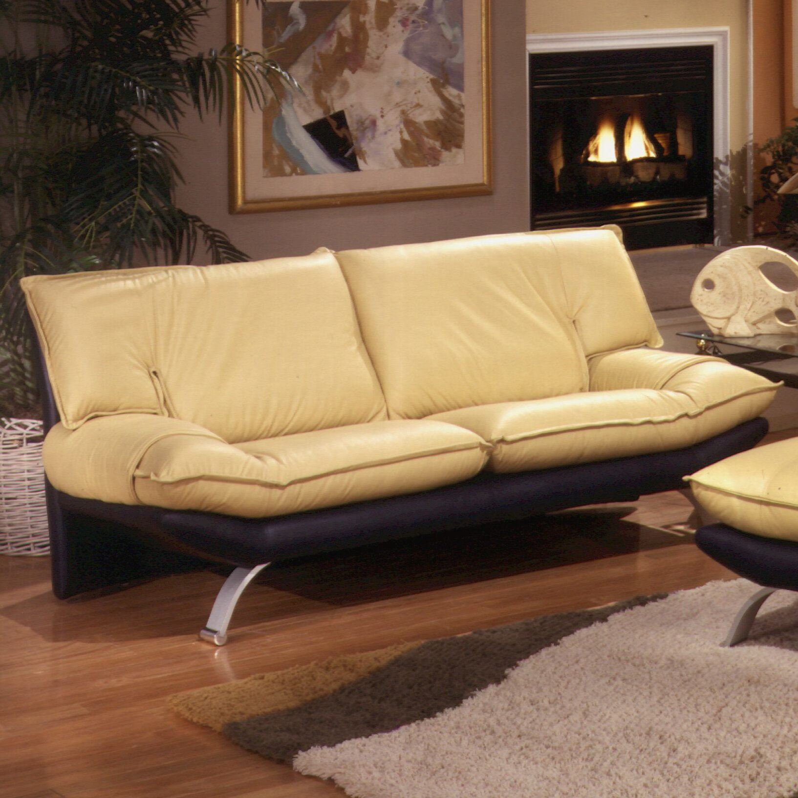 Omnia leather princeton leather living room set reviews for Wg r living room sets