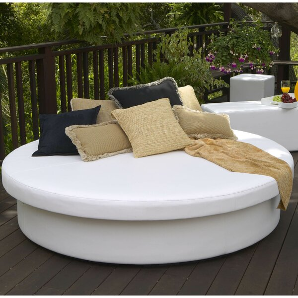 SunPad Round Resort Patio Daybed by La-Fete