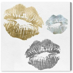 Luxury Kiss Graphic Art Print on Wrapped Canvas by Mercer41