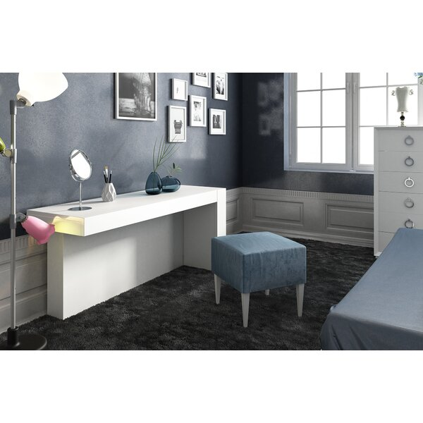 Kirkwood Bedroom Makeup Solid Wood Vanity Set and/with Mirror by Everly Quinn Everly Quinn