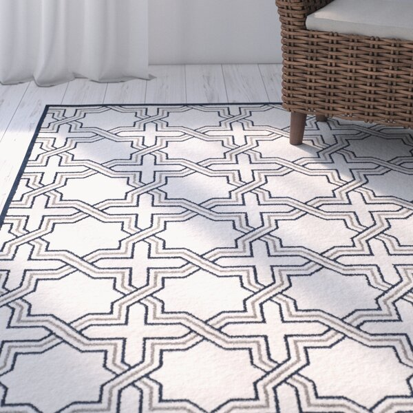 McArthur Power Loomed Ivory/Navy Indoor/Outdoor Area Rug by Beachcrest Home