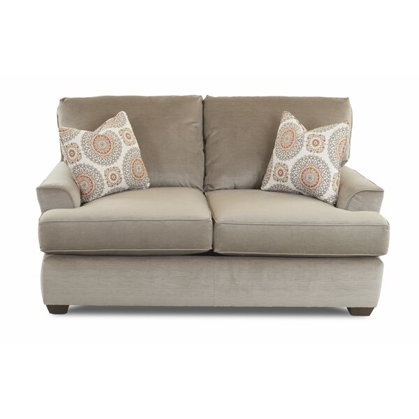 Review Cuomhouse Loveseat