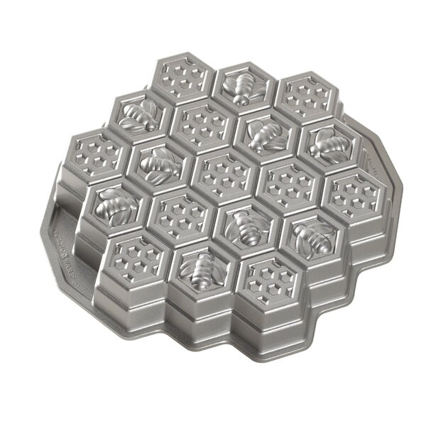 Non-Stick Novelty Honeycomb Pull Apart Pan by Nordic Ware