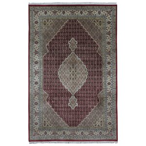 Avonmore Hand-Woven Wool and Silk Olive Geometric Area Rug