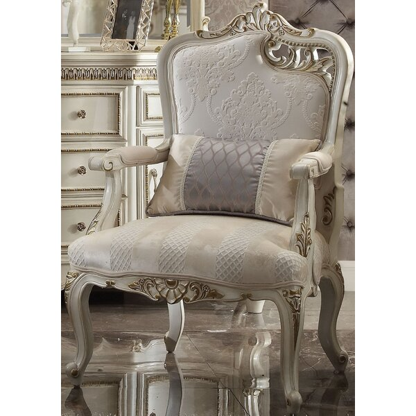 Review Caiden Armchair