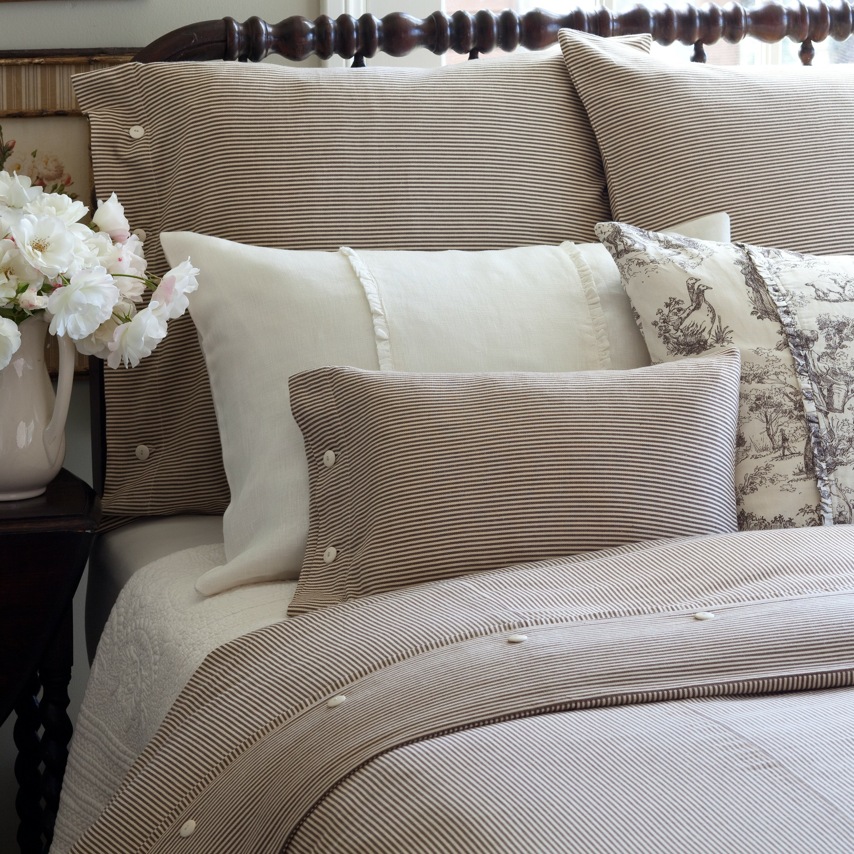 what media hilton va cushion kind use garden williamsburg pillow inn pillows of for gallery center sale does