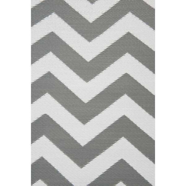 Psychedelia Gray/White Indoor/Outdoor Area Rug by Green Decore