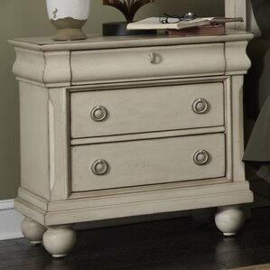 Oreana 3 Drawer Bachelor's Chest by Three Posts